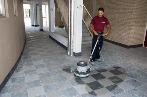 Vloer machinaal reinigen in Dordrecht