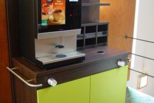 Koffie automaat met verschillende mogelijkheden qua koffie