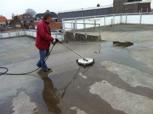 Reinigen van dak door schoonmaakbedrijf dordrecht
