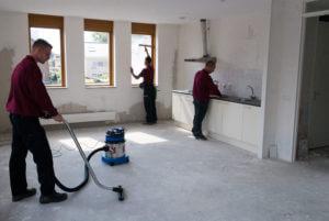 Schilten Schoonmaak verricht verschillende werkzaamheden in een kaal huis