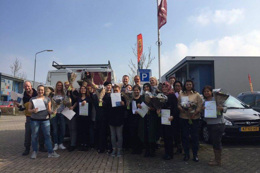 Nieuwe Schoomakers ontvangen schoonmaak diploma van Schilten Schoonmaak