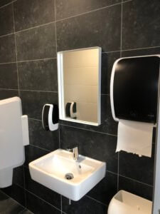 wasbak-wc-ruimte-schilten-schoonmaak